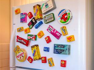 Почему нельзя вешать магниты на холодильник
