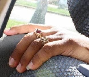зачем мужчины отращивают ноготь на мизинце