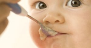 Чем лучше всего кормить ребенка до одного года?
