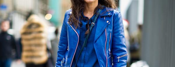 с чем носить синюю куртку