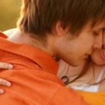 Как узнать любит парень или нет