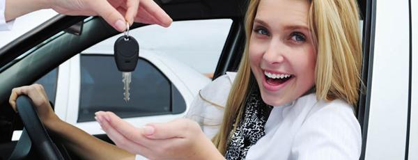 какую машину купить женщине новичку