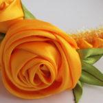 Красивая роза из атласной ленты