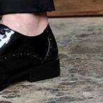 С чем носить мужские туфли черного и синего цвета