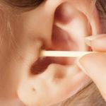 Учимся правильно чистить уши
