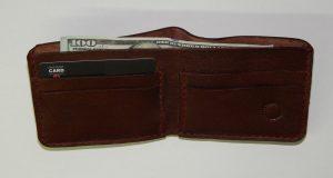Кожаный кошелек – аксессуар уверенного в себе мужчины